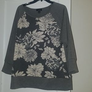 Gray floral sweater 3/4 sleeves